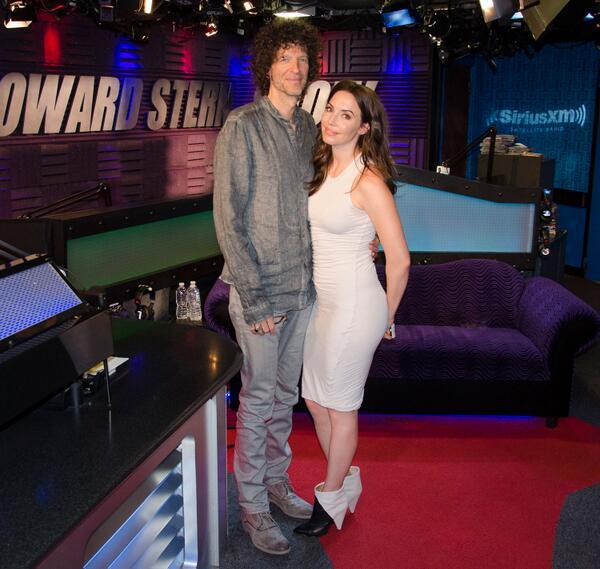Howard stern whitney cummings naked