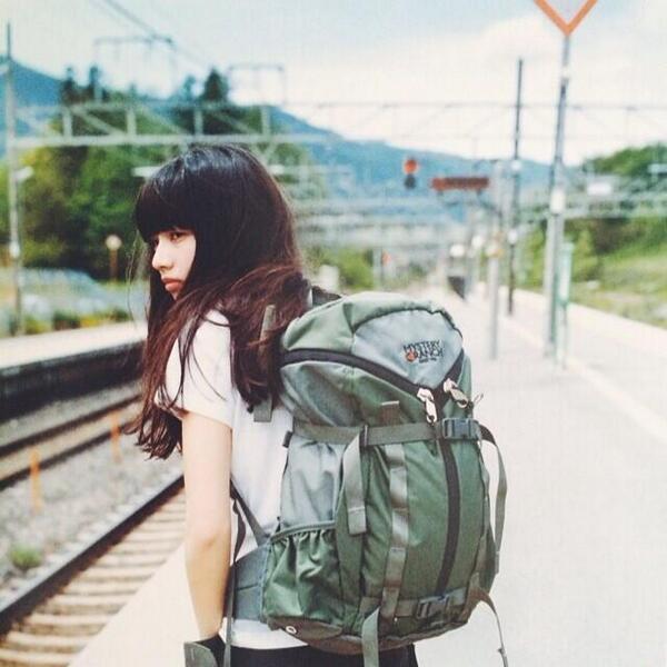 【Hutte vol.12発売中】「渇き。」の小松菜奈ちゃんは恐ろしい存在ですが、Hutteの撮影では18歳の女の子らしい笑顔を見せてくれました。山合宿ロケ、楽しかったな。編集部お気に入りはこのショット(撮影:平野太呂)#小松菜奈 http://t.co/mfEXXIf18i