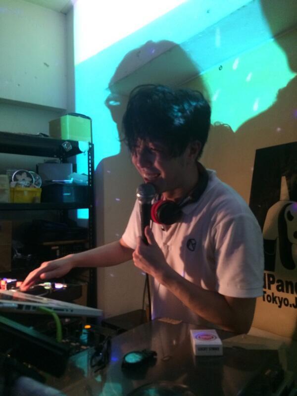 飲まれ飲まされ酔拳DJとなった出口くん。 誕生日おめでとう〜☆ #acidpanda http://t.co/LKbmC2saZ8
