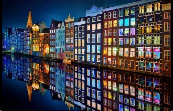 RT @ArgaamDigital: انعكاس المنازل بأضوائها على صفحة المياه في ليل العاصمة الهولندية #أمستردام http://t.co/LyJjvY8Yv5