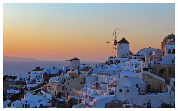 RT @Razarumi: A gorgeous photo of sunset at #Oia, #Santorini, #Greece http://t.co/Nw91cDQ8qB #travel by @RaviSingh7 h/t @lonelyplanet