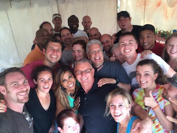 The ultimate #restaurantimpossible #selfie! @RobertIrvine @TomBury1 @Ibatvmc http://t.co/s8w5hlKs86