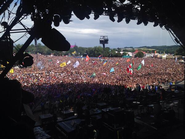 This is the kind of view that Lana Del Rey is being treated to from the Pyramid right now. CS http://t.co/QqLQK50sVT
