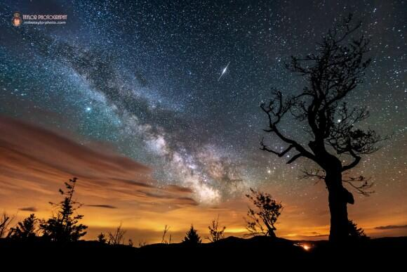 Nature & Man in One Astrophoto: Iridium Flare, Milky Way, Clouds and Light Pollution http://t.co/CmkPAh6muq http://t.co/f4N2C3A1H6