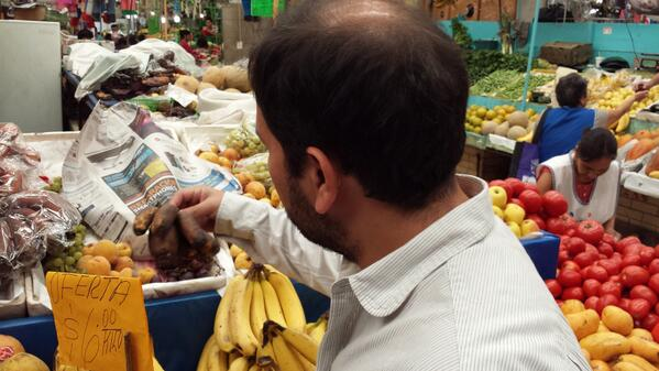 """Just toured Mercado San Cosme w @enriqueolvera, where he introduced me to the seductive flavor of """"rotten"""" bananas. http://t.co/ymYXJcuIhi"""