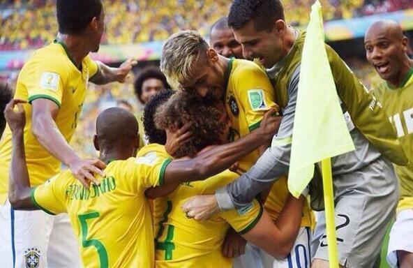 Skyrock  (@SkyrockOfficiel): Bravo au Brésil qui va en quart de finale et au Chili qui a fait trés beau match. #BRECHI #CoupeDuMonde http://t.co/xdPjq6M0Mn