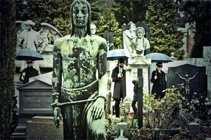 Tra le tombe del monumentale, trovi Dio, trovi #Montale ed un'opaca infinità #Baustelle #Monumentale #Fantasma http://t.co/YFQgrUkVc2