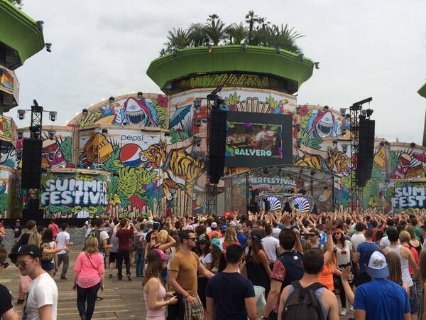 #SF2014 #SummerFestival >>>Dale Play aquí: [ http://t.co/btT6Y5kXhx  ] #DVBBS / @DVBBS http://t.co/a9IsX65zK5