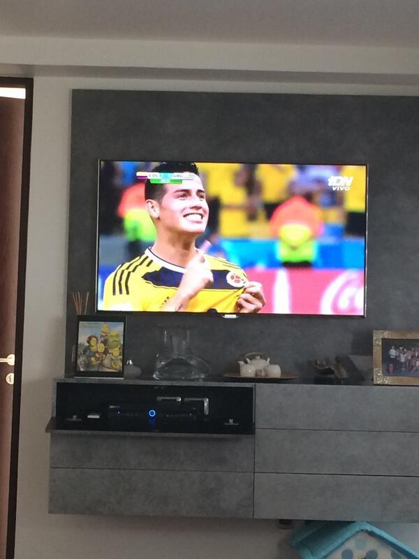 Que golazo! Que segundo golazo! Se va para campeón de goleo! Bravo @jamesdrodriguez !! Arriba Colombia! http://t.co/mykfBcc9Cc