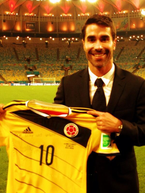 Gran gesto del mejor jugador del Mundial gracias,@jamesdrodriguez a present from the #MVP #Brasil2014 #vamoscolombia http://t.co/fJ1RXnnJGe