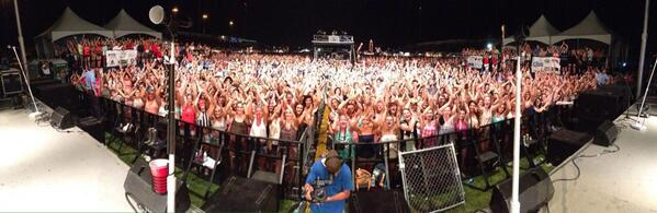 it got crazy in Joliet IL tonight. thanks a ton everyone!!!! http://t.co/onnn0frF4G