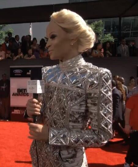 LMFAO RT @Teekaysue_: Why does Ciara look like she about to announce the Hunger Games #BETAwards ? http://t.co/PLCHhROmyA
