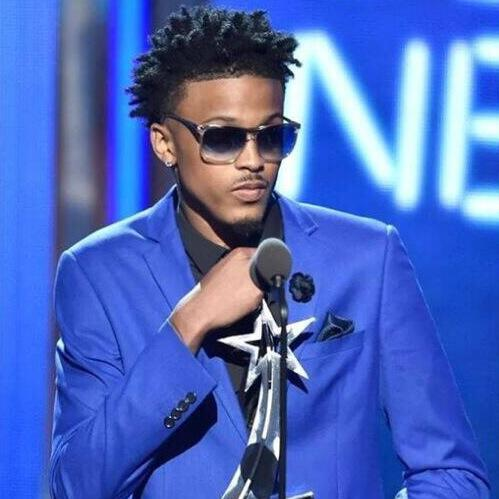 Another award for @AugustAlsina. Well deserved. #ViewersChoiceAward #BETAwards http://t.co/gVvF73HHVM