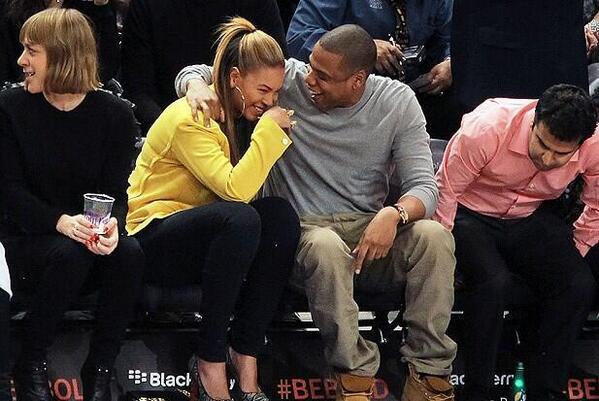 """HAAA!!! RT @Jay_D1: Jay and B are like:  They was waiting for us to """"perform"""" at the awards??? http://t.co/bdPMulhOdU"""