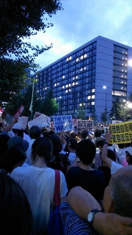 #集団的自衛権反対 RT @tsurudeath_mk2: 官邸前。 サラリーマンもいるね。 それより、若い方々が多い! http://t.co/k08D5xcgfn