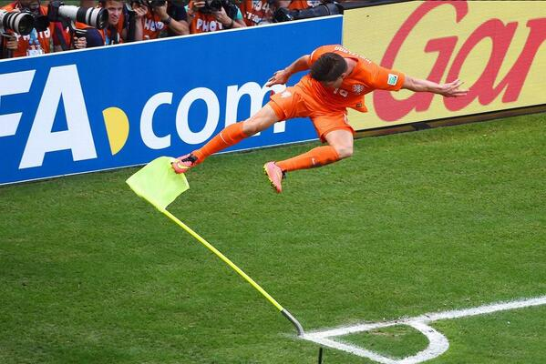 BrYjvaTCEAAq1Nh Liverpool eyeing Klaas Jan Huntelaar to replace Suarez, Arsenal also want Dutch striker [VI]