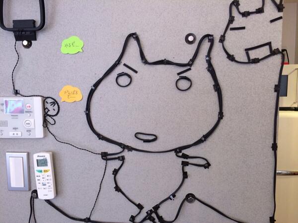 高河ゆん先生のお仕事場で打ち合わせ。これ、流行ってるの? 配線アート? http://t.co/kmGMUfrm7H