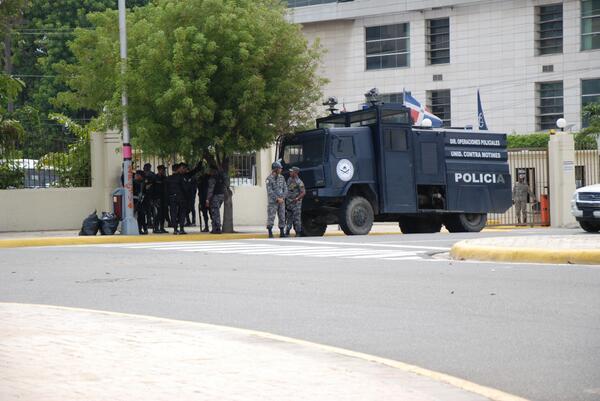 Centro de los Heroes en la espera del Padre Rogelio... http://t.co/fyVPefutJ9