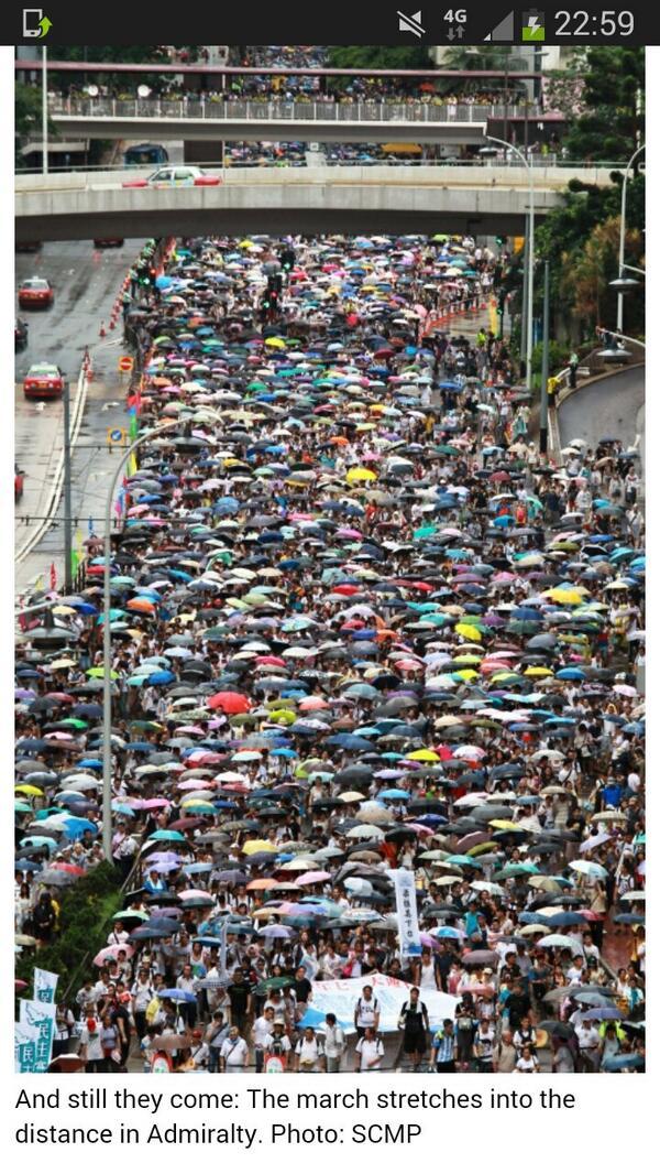 风大雨大……Fion Li @fion_li 14分  Amazing pic by @SCMP_News #hk71 #hkjuly1 #hongkong #香港七一 http://t.co/Fzu0WKmv84 嵌入图像的永久链接