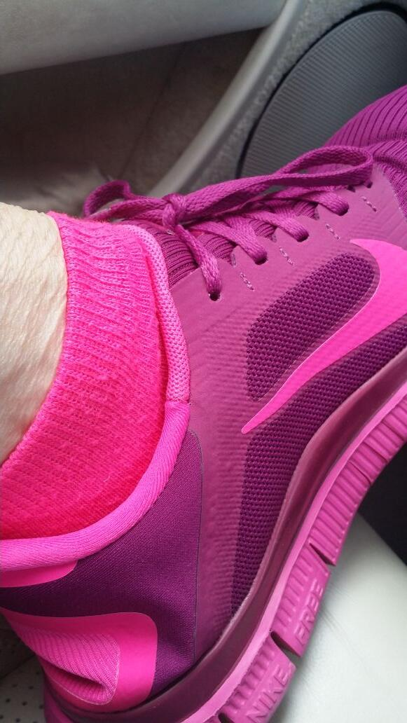I make a tough workout fun w/neon #socks. Have a dry, complex or difficult #presentation? Add neon touch 4  audience http://t.co/gsac2ghgtf