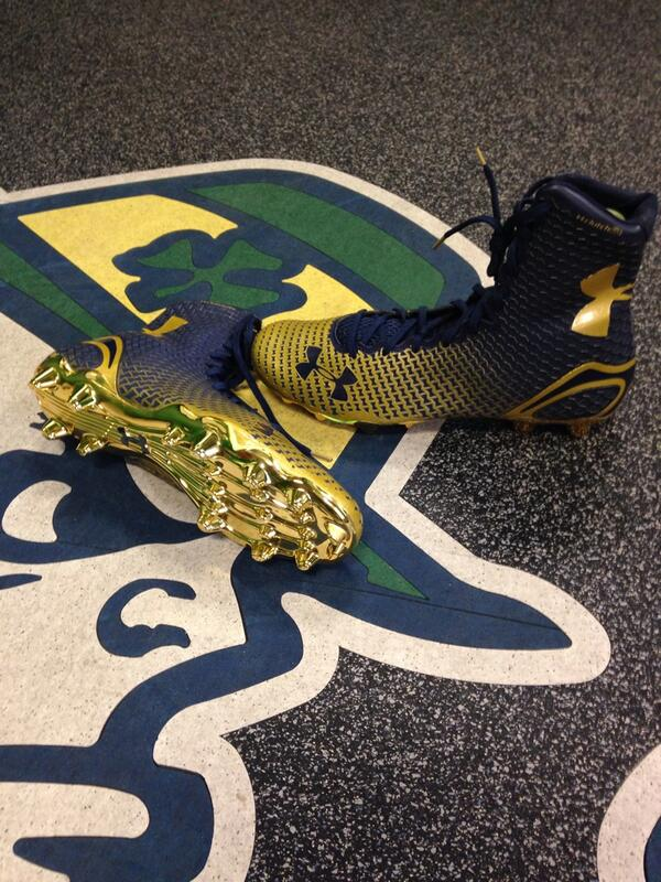 Here is our custom color #Highlight @UnderArmour #goirish http://t.co/ZUzYcj2Z1T