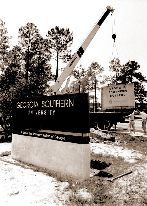 #OnThisDay in 1990, #GeorgiaSouthernCollege officially became #GeorgiaSouthernUniversity #history #HailSouthern http://t.co/Gu8EZFUO2A