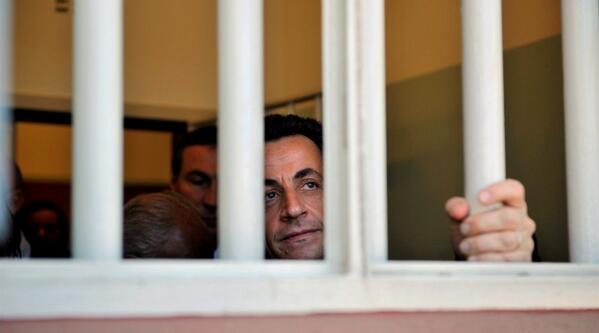 """""""Nique sa mère la réinsertion"""". Une playlist de rap spécial GAV pour Sarkozy http://t.co/gEmfa760fR via @YerimSar http://t.co/lWajYLAThy"""