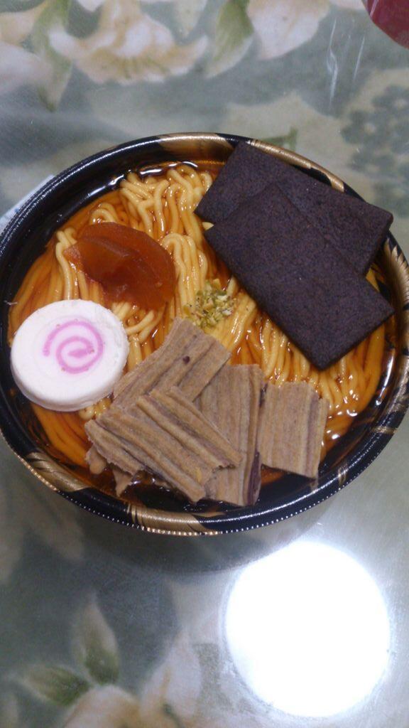 姉の買ってきたラーメンケーキが想像以上にラーメン… http://t.co/csXdHZ0h2d