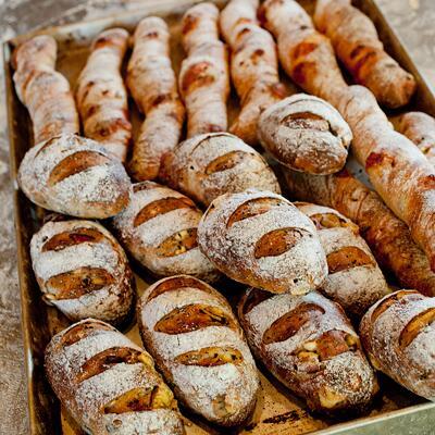 7月の三連休、神戸・新開地でシネマストリートフェスという楽しいイベントがありますよ。 KAVC出張パンやさんとして、7月21日(月・祝)coboto bakeryが出店させてもらいま〜す。 http://t.co/tWdE5kIyDm http://t.co/PSmBqGCcz4