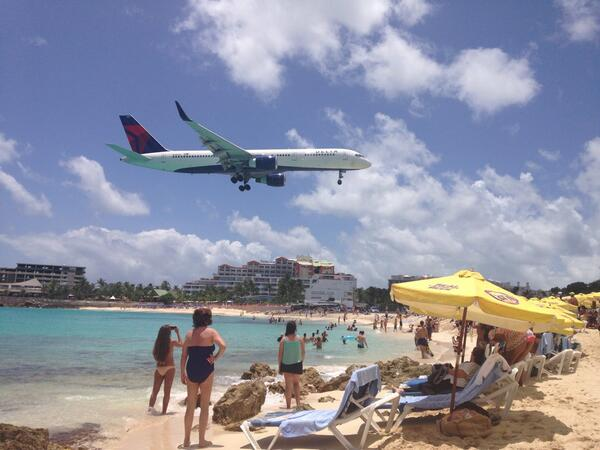 Plane spotting! Did our own thing today at Maho Beach #oasisoftheseas @MyRoyalUK http://t.co/qBYcIZ7Ne7
