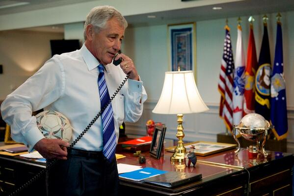 From 1 SecDef to another: Hagel calls @timhowardgk to say thanks for defending USA. We (USA) are proud of @ussoccer! http://t.co/M8nsYdlXFn