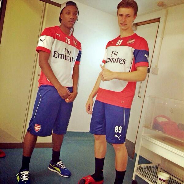@AIS_TGR min, pemain pertama yg Arsenal sign musim ini. Ben Sheaf, yg Kanan #89, 16yo, dari WestHam. http://t.co/qqS0YI3LCH