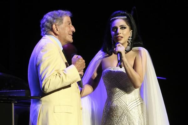 How wonderful @ladygaga was to share the stage with me last night at the Montreal Jazz Fest. The audience loved her! http://t.co/ybEsMKUtF1