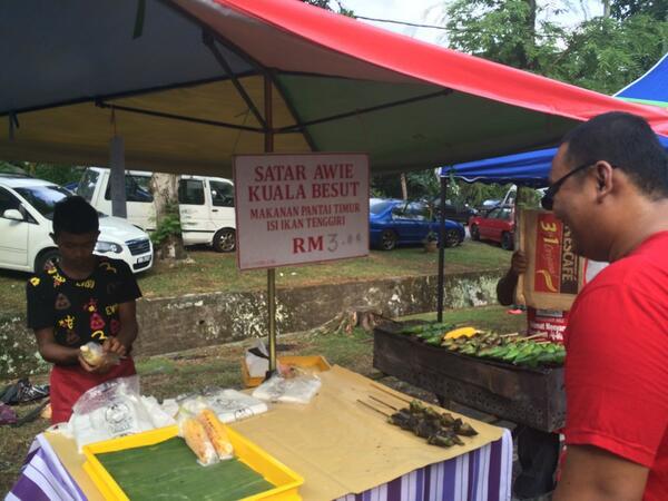"#paramkl ftw! ""@ellemeelo: The famous otak otak besut ! He open his stall at #param kelana jaya every ramadan :) http://t.co/eQGeQSBV5e"""