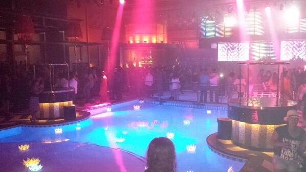 Brand new club in Reno. Pool in the middle. Crazy. #lexnightclub http://t.co/FojhhWwIBn