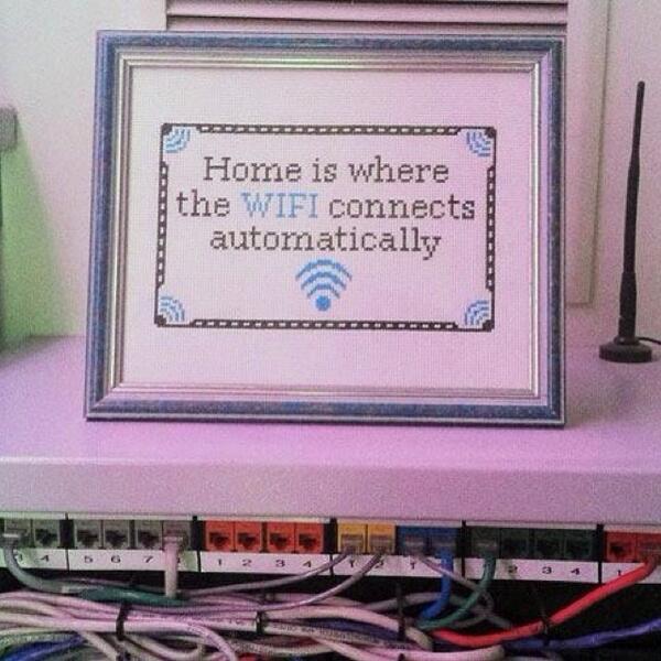 Definicion de Casa: aquel lugar donde el wifi se conecta automáticamente ajajja http://t.co/n4res8iLTG