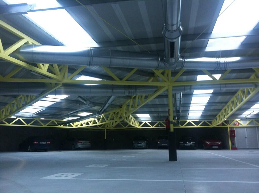 En la inauguración del #parkingcarbonero #Oviedo obra de @contonente y cia... http://t.co/GvjF73TVeh