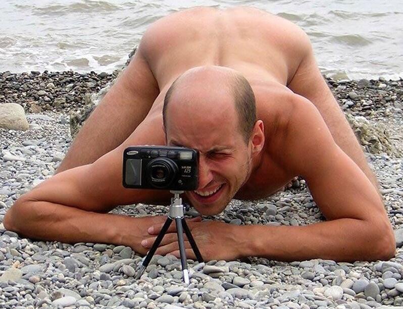 golie-muzhiki-kameri-foto