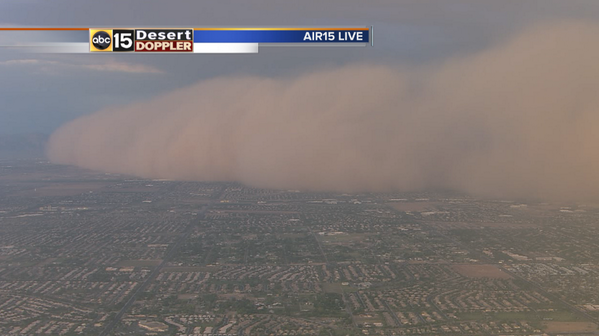#Haboob swallowing the SE Valley right now! #abc15wx #azwx #azmonsoon #azchasers @abc15 http://t.co/t0RMXGUJ8T