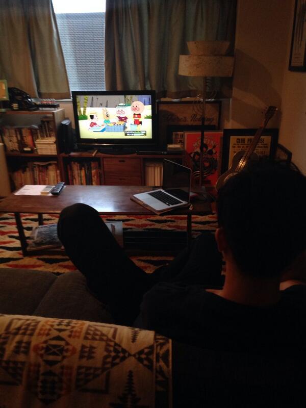 うちでアンパンマンを観るマーシー。 http://t.co/rStYlDGrOf