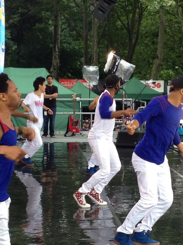 #JasonDeruloOnGMA wiggling as we speak! @GMA http://t.co/tHjvDvQ3gO