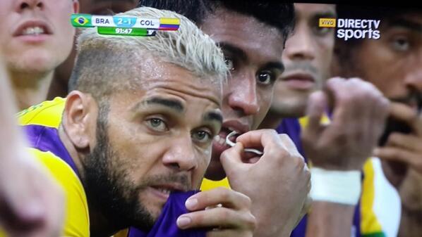 Brasil Apretando Culo Modo: ON http://t.co/YapGOgt1nE