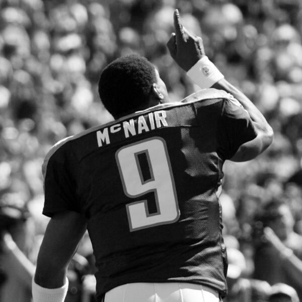 Was honored to play w/ my idol rookie yr '05 RT @nfl: Gone but not forgotten: http://t.co/8Y1CrSH73O #RIPAirMcNair http://t.co/cmVAGYrxFL