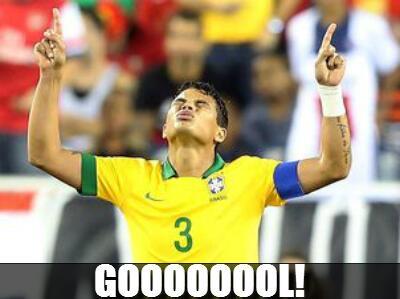 É GOOOL! Thiago Silva, nosso capitão, abre o placar. Brasil 1x0 Colômbia. #EmBuscaDoHexa http://t.co/paolKOYl4L
