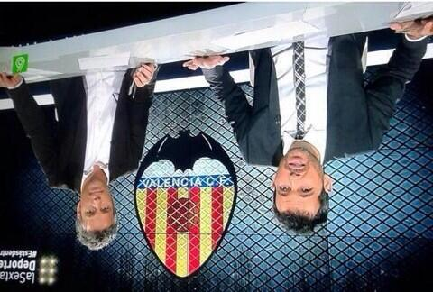 Señores de @laSextaTV el escudo del Valencia se respeta. Ponéis boca abajo a los dos mamarrachos. (foto @PEPELUVFC ) http://t.co/Zh4vJ4pIFN