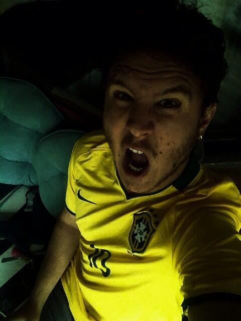 Luiz Luiz!!! Brazil!!! Brazil!!!!! http://t.co/jB8v6jZxK3