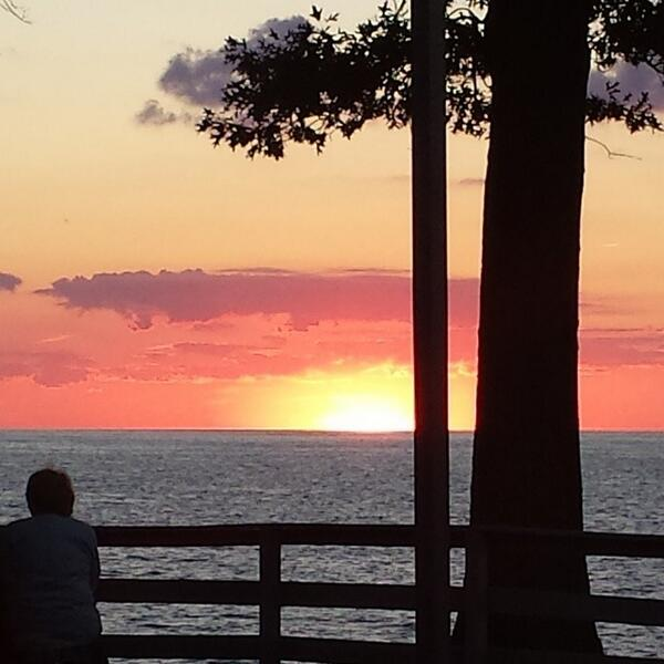 Red, white and beautiful on Lake Erie. #lakeerielove #thisisCLE http://t.co/CvbMUZphkl