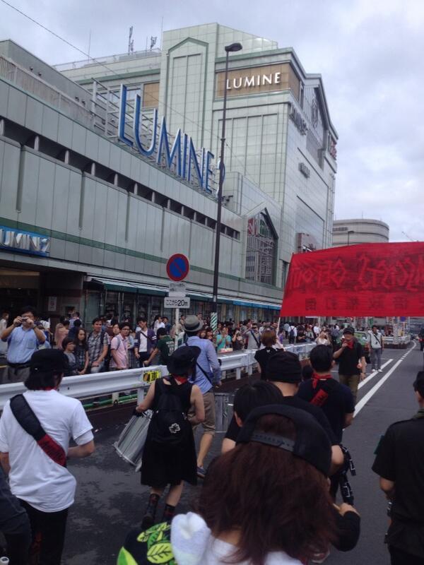 #集団的自衛権反対《怒りのドラムデモ》 IWJも中継中☞ http://t.co/Yy9ETOGWZU  RT @nuho たぶん、ここから激増する。 RT @k_h_i_r_o: 怒りのドラムデモ!新宿。新宿駅南口通過中。 http://t.co/kAwQGkYdDV