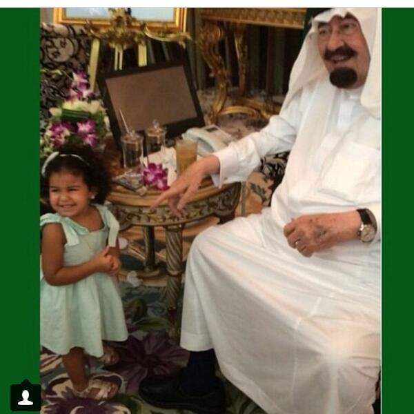 يعيش الملك المحبوب، حبيب الشعب عبدالله بن عبدالعزيز، هذه الأيام أجواء عائلية، يتناقل صورها مواطنوه بكل حب وتقدير. http://t.co/Uqmm6gv3oN