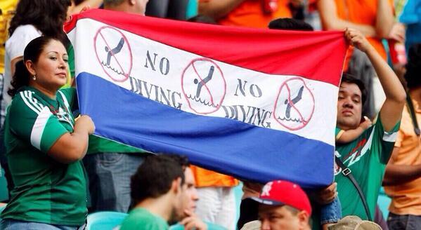 """""""Se prohíben los clavados"""" mensaje de mexicanos en el #CostaRicavsHolanda ¡aplausos! http://t.co/Jz9jRPgfzM"""